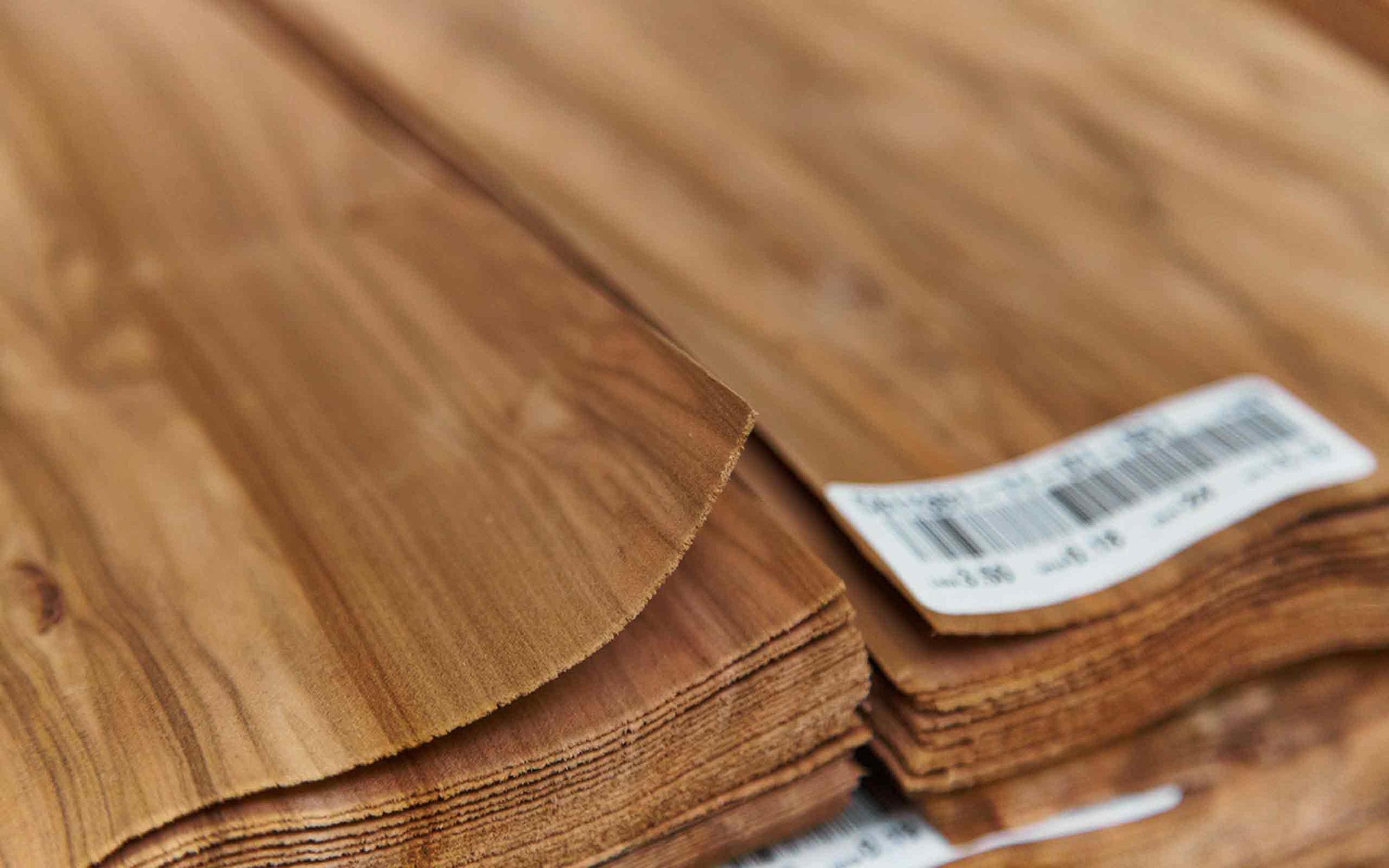RMW Holz Furnier Massiv Qualitätskontrolle